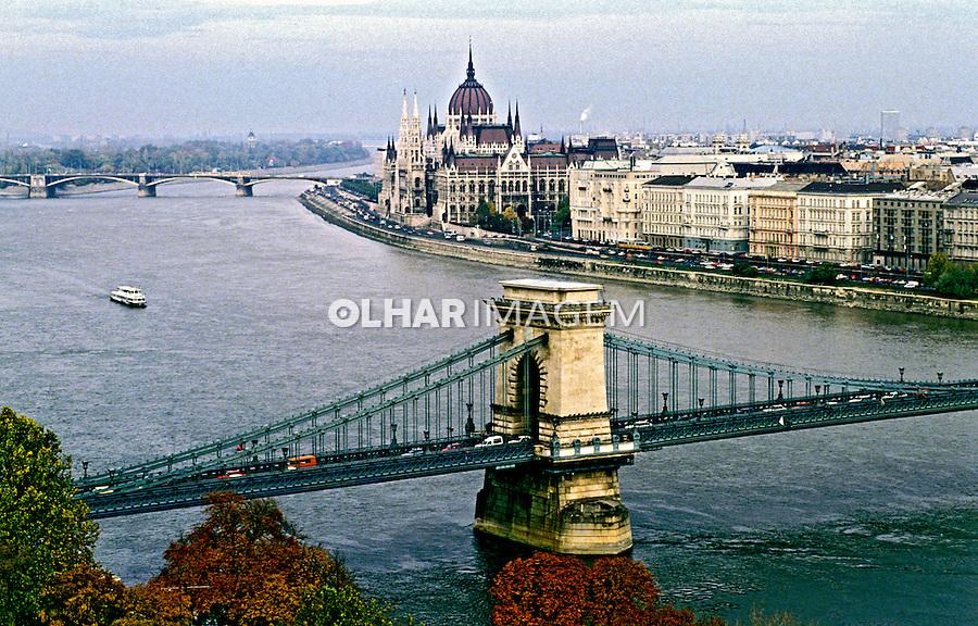 Rio Danúbio e Parlamento, Budapeste. Hungria. 1995. Foto de João Caldas.