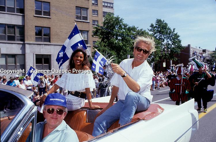Luc Plamondon <br /> lors du<br /> Defile de la St-Jean-Baptiste, date inconnue , entre 1991 et 1995.<br /> <br /> PHOTO :  Agence Quebec Presse <br />  - Pierre Roussel