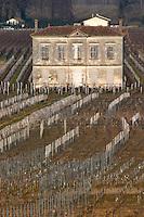 A house in bad shape in the vineyards below Chateau Petit Faurie de Shoutard. Saint Emilion, Bordeaux, France