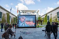 """Protestaktion der Linkspartei (Die Linke.) am Dienstag den 12. Mai 2020, dem Internationalen Tag der Pflegenden 2020, vor dem Bundeskanzleramt zum Thema """"Mehr Grundgehalt fuer Pflegekraefte"""".<br /> 12.5.2020, Berlin<br /> Copyright: Christian-Ditsch.de<br /> [NUR FUER REDAKTIONELLE ZWECKE! Werbung nur auf Anfrage beim Fotografen. Inhaltsveraendernde Manipulation des Fotos nur nach ausdruecklicher Genehmigung des Fotografen. Vereinbarungen ueber Abtretung von Persoenlichkeitsrechten/Model Release der abgebildeten Person/Personen liegen nicht vor. NO MODEL RELEASE! Don't publish without copyright Christian-Ditsch.de, Veroeffentlichung nur mit Fotografennennung, sowie gegen Honorar, MwSt. und Beleg. Konto: I N G - D i B a, IBAN DE58500105175400192269, BIC INGDDEFFXXX, Kontakt: post@christian-ditsch.de<br /> Bei der Bearbeitung der Dateiinformationen darf die Urheberkennzeichnung in den EXIF- und  IPTC-Daten nicht entfernt werden, diese sind in digitalen Medien nach §95c UrhG rechtlich geschuetzt. Der Urhebervermerk wird gemaess §13 UrhG verlangt.]"""