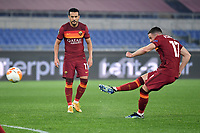 Jordan Veretout of AS Roma shoots a free kick during the Europa League round of 32 2nd leg football match between AS Roma and Sporting Braga at stadio Olimpico in Rome (Italy), February, 25th, 2021. Photo Andrea Staccioli / Insidefoto