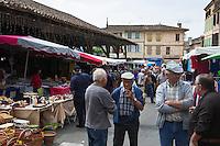 Europe/France/Midi-Pyérénées/82/Tarn-et-Garonne/Beaumont-de-Lomagne: Le Marché et la halle de Beaumont-de-Lomagne - Halle du XIVe et couverts sur deux côté