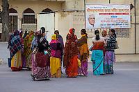 Jaipur, Rajasthan, India.  Hindu Women Talking outside Entrance to the Govind Devji Hindu Temple.