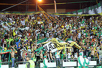 ARMENIA - QUINDIO -COLOMBIA-4-DICIEMBRE-2014. Hinchas del Deportes Quindio celebran el campeonato del Torneo Postobon 2014-II ganado por su equipo ante el Deportivo  Rionegro  , partido de vuelta    jugado en el estadio Centenario  de la ciudad de  Armenia  . /  Deportes Quindio fans celebrate championship tournament 2014-II Postobon won by his team against Deportivo Rionegro, return match played at the Centenario stadium in the city of Armenia.  Photo: VizzorImage / Felipe Caicedo / Staff