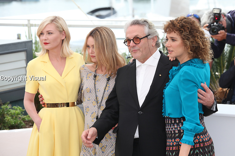 KIRSTEN DUNST, VANESSA PARADIS, PRESIDENT OF THE JURY GEORGE MILLER AND VALERIA GOLINO - PHOTOCALL OF THE JURY AT THE 69TH FESTIVAL OF CANNES 2016