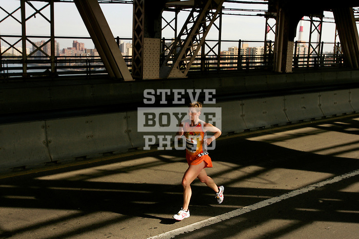 Heather Hunt (USA) crosses the Queensboro Bridge from Queens into Manhattan while competing in the ING New York City Marathon in New York, New York on November 4, 2007.  Martin Lel (KEN) won the men's race with a time of 2:09:04  Paula Radcliffe (GBR) won the women's race with a time of 2:23:09.