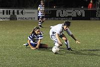 AA Gent dames - Club Brugge dames :<br /> Een tackle van Jassina Blom (L) haalt Ingrid De Rycke (R) neer<br /> foto Dirk / Nikonpro.be