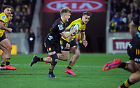 Chiefs Damian McKenzie tries to beat Hurricanes Wes Goosen during the Super Rugby Aotearoa match between the Hurricanes and Chiefs at Sky Stadium in Wellington, New Zealand on Saturday, 8 August 2020. Photo: Dave Lintott / lintottphoto.co.nz
