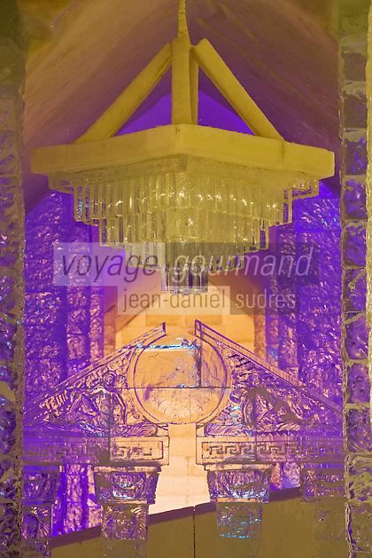 Amérique/Amérique du Nord/Canada/Québec/   Sainte-Catherine -de-la -Jacques-Cartier:  Ice Hôtel, Hôtel de Glace à la station touristique de Duschesnay prés du lac Saint-Joseph détail du lustre de glace