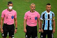 PORTO ALEGRE, RS, 22.04.2021 - GREMIO - LA EQUIDAD – O árbitro Eber Aquino, na partida entre Grêmio e La Equidad, pela primeira rodada da Copa Sul Americana, no estádio Arena do Grêmio, em Porto Alegre, nesta quinta-feira (22).