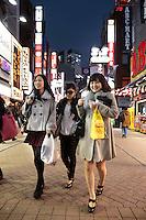 Shibuya (???, Shibuya-ku?) est un des 23 arrondissements spéciaux (?, ku?) formant Tokyo, au Japon. L'arrondissement a été fondé en 1932. La population de l'arrondissement est de 208 371 habitants pour une superficie de 15,11 km2 (2008)..En même temps qu'au nom de l'arrondissement, le nom Shibuya se rapporte à la gare et au quartier d'affaires autour de la gare également. La gare de Shibuya est une des plus fréquentée dans la région de Tokyo. L'arrondissement de Shibuya est connu comme un centre de la mode et c'est un quartier bien animé. Un symbole de ce quartier pour les jeunes est la tour 109 qui renferme une centaine de boutiques consacrées aux dernières tendances de la mode..En plus du quartier Shibuya, il y a d'autres quartiers importants dans l'arrondissement de Shibuya : Daikanyama (???), Ebisu (???), Harajuku (??), Hiroo (??), Sendagaya (????), Omotesando (???) et Yoyogi (???)., Tokyo, Asia, Asie, Japon, Japan