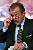 Roma 2/4/2004 Palazzo Chigi,<br /> Conferenza stampa Consiglio dei Ministri.<br /> Il ministro del Welfare Roberto Maroni<br /> Foto Andrea Staccioli Insidefoto