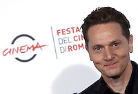 "Il regista statunitense Matt Ross posa durante un photocall per la presentazione del film ""Captain Fantastic"" al Festival Internazionale del Film di Roma, 17 ottobre 2016.<br /> U.S. director Matt Ross poses for a photocall to present the movie ""Captain Fantastic"" during the international Rome Film Festival at Rome's Auditorium, 17 October 2016..<br /> UPDATE IMAGES PRESS/Isabella Bonotto"