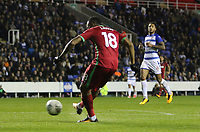 Jordan Ayew of Swansea City scores his sides second goal of the match during the Carabao Cup Third Round match between Reading and Swansea City at Madejski Stadium, Reading, England, UK. Tuesday 19 September 2017
