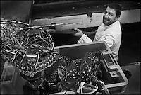 Europe/France/Bretagne/29/Finistère/Camaret-sur-mer: Olivier Bellin de l'Auberge des Glazicks à Plomodiern choisit ses crustacés aux Viviers Henry [Non destiné à un usage publicitaire - Not intended for an advertising use]