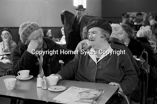 Lunch Club East London 1970s. A meal was provided for qualifying OAPs upon a payment of a few shillings.