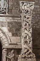 Europe/Europe/France/Midi-Pyrénées/46/Lot/Souillac: Eglise ababtiale Sainte-Marie -  A l'intérieur: le Portail du XII éme - Pilier sculpté (en fait un linteau réutilisé) représentant un tumulte d'animaux