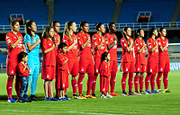 CALI - COLOMBIA - 19 - 05 - 2017: Las jugadoras de America, durante partido de ida entre America de Cali y el Independiente Santa Fe, por los cuartos de final de la Liga Femenina Aguila 2017, en el estadio Pascual Guerrero de la ciudad de Cali. / The players of Independiente Santa Fe, during a match for the first leg between America de Cali and Independiente Santa Fe, of the quarterfinals for the Liga Femenina Aguila 2017 at the Pascual Guerrero stadium in the city of Cali, Photo: VizzorImage / Nelson Rios / Cont.