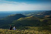 Europe/France/Auverne/63/Puy-de-Dôme/Parc Naturel Régional des Volcans: Depuis le Sommet du Puy de Dome  vue sur la Chaîne des Puys : Le Grand Suchet et le Puy de Come