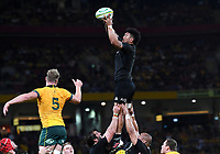 7th November 2020, Brisbane, Australia; Tri Nations International rugby union, Australia versus New Zealand;  Ardie Savea of the All Blacks catches a line out