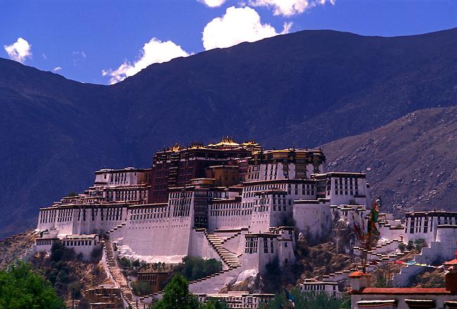 Potala Palace, Dalai Lamas winter residence, Lhasa, Tibet Autonomous Region, China, Asia