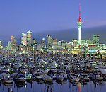 New Zealand, North Island, Auckland: Westhaven Marina and City at Dusk | Neuseeland, Nordinsel, Auckland: Westhaven Marina und Skyline am Abend