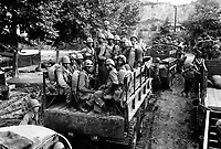 Men of the 24th Inf. Regt. move up to the firing line in Korea.  July 18, 1950.  Breeding.  (Army)<br /> NARA FILE #:  111-SC-343967<br /> WAR & CONFLICT BOOK #:  1385