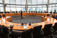 68. Sitzungs des NSA-Untersuchungsausschuss des Deutschen Bundestages. Geladen war fuer die Ausschusssitzung der Sachverstaendige (Sonderermittler) der Bundesregierung, Dr. Kurt Graulich.<br /> Im Bild: Dr. Kurt Graulich begruesst die Ausschussmitglieder.<br /> 5.11.2015, Berlin<br /> Copyright: Christian-Ditsch.de<br /> [Inhaltsveraendernde Manipulation des Fotos nur nach ausdruecklicher Genehmigung des Fotografen. Vereinbarungen ueber Abtretung von Persoenlichkeitsrechten/Model Release der abgebildeten Person/Personen liegen nicht vor. NO MODEL RELEASE! Nur fuer Redaktionelle Zwecke. Don't publish without copyright Christian-Ditsch.de, Veroeffentlichung nur mit Fotografennennung, sowie gegen Honorar, MwSt. und Beleg. Konto: I N G - D i B a, IBAN DE58500105175400192269, BIC INGDDEFFXXX, Kontakt: post@christian-ditsch.de<br /> Bei der Bearbeitung der Dateiinformationen darf die Urheberkennzeichnung in den EXIF- und  IPTC-Daten nicht entfernt werden, diese sind in digitalen Medien nach §95c UrhG rechtlich geschuetzt. Der Urhebervermerk wird gemaess §13 UrhG verlangt.]