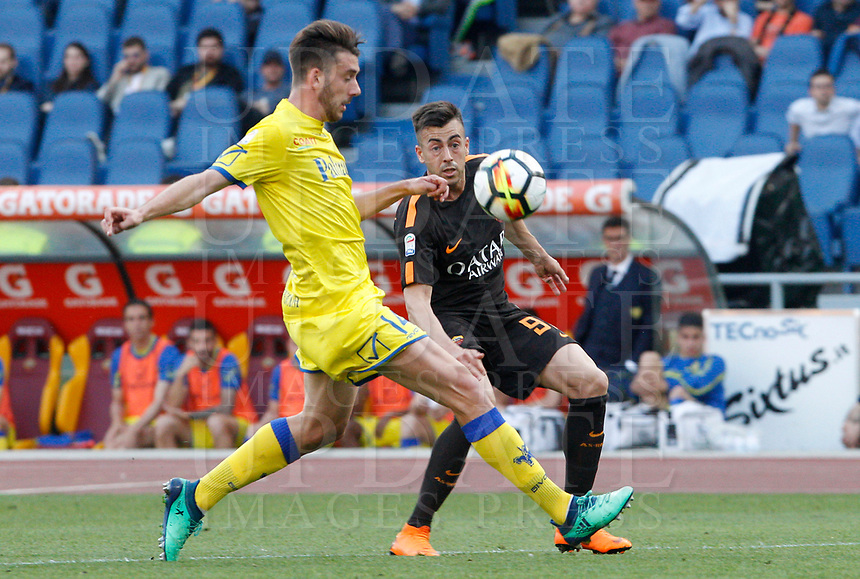 Roma s Stephan El Shaarawy, right, is challenged by Chievo Verona s Mattia Bani during the Italian Serie A football match between Roma and Chievo Verona at Rome's Olympic stadium, 28 April 2018.<br /> UPDATE IMAGES PRESS/Riccardo De Luca