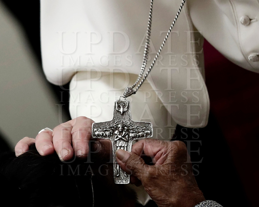 Papa Francesco benedice una donna al termine dell'Udienza Generale del mercoledi' in aula Paolo VI, Citta' del Vaticano, 18 gennaio 2017.<br /> Pope Francis blesses a woman at the end of his weekly general audience in Paul VI Hall at the Vatican, on January 18, 2017.<br /> UPDATE IMAGES PRESS/Isabella Bonotto<br /> <br /> STRICTLY ONLY FOR EDITORIAL USE