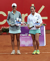 BOGOTA - COLOMBIA - 17-04-2016: Irina Falconi (Der.) de Estados Unidos y Silvia Soler (Izq.) de España, con los trofeos al final partido por el Claro Colsanitas WTA, que se realiza en el Club El Rancho de Bogota. / Irina Falconi (R) of United States, and Silvia Soler (L) of Spain, with the trophys at the end of a match for the WTA Claro Colsanitas, which takes place at Club El Rancho de Bogota. Photo: VizzorImage / Luis Ramirez / Staff.