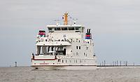 Fähre Norderney der Gesellschaft Frisia faehrt in den Hafen von Norddeich ein - Norddeich 23.07.2020: Fahrt mit der Nordmeer zu den Seehundbänken