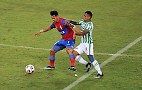 PEREIRA - COLOMBIA, 22-04-2021: Brayan Rovira de Atletico Nacional (COL) y Fernando Zampedri de Universidad Catolica (CHL) disputan el balon durante partido del grupo F de la fase de grupos fecha 1 entre Atletico Nacional (COL) y Universidad Catolica (CHL) por la Copa CONMEBOL Libertadores 2021 en el estadio Hernan Ramirez Villegas de la ciudad de Pereira. / Brayan Rovira of Atletico Nacional (COL) and Fernando Zampedri of Universidad Catolica (CHL) fight for the ball during a match of the group F for the group phase, 1st date between between Atletico Nacional (COL) and Universidad Catolica (CHL) for the Copa CONMEBOL Libertadores 2021 at the Hernan Ramirez Villegas stadium in Pereira city. / Photo: VizzorImage / Ricardo Vajarano / Cont.