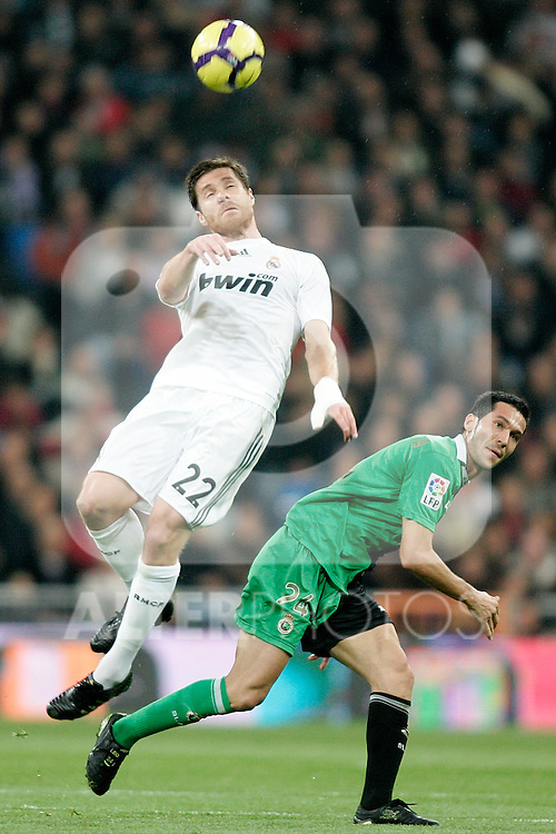 Real Madrid's Xabi Alonso against Racing de Santander's Esteban Granero during La Liga match. November 21, 2009. (ALTERPHOTOS/Alvaro Hernandez).