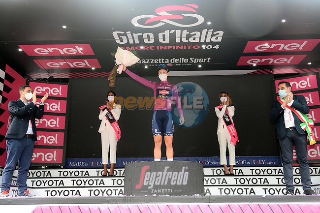 Tim Merlier (BEL) Alpecin Fenix wins Stage 2 and wears the points Maglia Ciclamino of the 2021 Giro d'Italia, running 179km from Stupinigi (Nichelino) to Novara, Italy. 9th May 2021.  <br /> Picture: LaPresse/Gian Mattia D'Alberto | Cyclefile<br /> <br /> All photos usage must carry mandatory copyright credit (© Cyclefile | LaPresse/Gian Mattia D'Alberto)