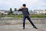 SIGNE BLANC<br /> <br /> Créé et dansé par : Noé Soulier<br /> Cadre : Plastique Danse Flore 2012<br /> Lieu : Potager du roi<br /> Ville : Versailles<br /> Le : 14/09/2012<br /> (c) Laurent Paillier / photosdedanse.com<br /> All rights reserved