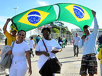 SAO PAULO - BRASIL -10-06-2014. Seguidores selección de fútbol de Brasil viven una fiesta previo al partido inaugural frente a Croacia en el estadio Arena de Sao Paulo de la Copa Mundial de la FIFA Brasil 2014./ Fans of Brazil National Soccer Team live a party, today 11 of June 2014, prior their inaugural match against Croatia at Arena Corinthians stadium the next Thursday 12 of June in the 2014 FIFA World Cup Brazil. Photo: VizzorImage / Alfredo Gutiérrez / Cont