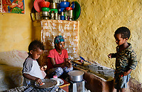 ETHIOPIA, Tigray, Shire, eritrean refugee camp May-Ayni managed by ARRA and UNHCR, family with meal / AETHIOPIEN, Tigray, Shire, Fluechtlingslager May-Ayni fuer eritreische Fluechtlinge, Kinder einer eritreischen Familie beim Essen, die nahrungsmittel werden durch das WFP in Rationen zugeteilt
