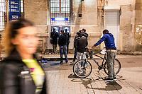 """FRANKREICH, 26.11.2015, Paris.  Der Vorort-Bezirk Saint-Denis ist gepraegt durch seine vielen muslimischen Zuwanderer. Hier liegt das """"Stade de France"""", einer der Orte der Terroranschlaege vom 13.11 und hier lieferte sich die Polizei die schwere Schiesserei mit einigen der beteiligten Islamisten am 18.11. - Geldautomat.   The suburban district of Saint-Denis is characterized by its dense muslim immigrant population. Here """"Stade de France"""" is located, one of the places of the Paris terrorist attacks on Nov. 13 and here the police had a heavy shootout with some of the islamists involved on Nov. 18. - ATM to pick up money.<br /> � Arturas Morozovas/EST&OST"""