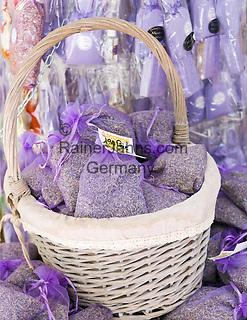 France, Provence-Alpes-Côte d'Azur, Menton: lavender aroma bags for souvenirs | Frankreich, Provence-Alpes-Côte d'Azur, Menton: Lavendel-Duftsaeckchen als Mitbringsel