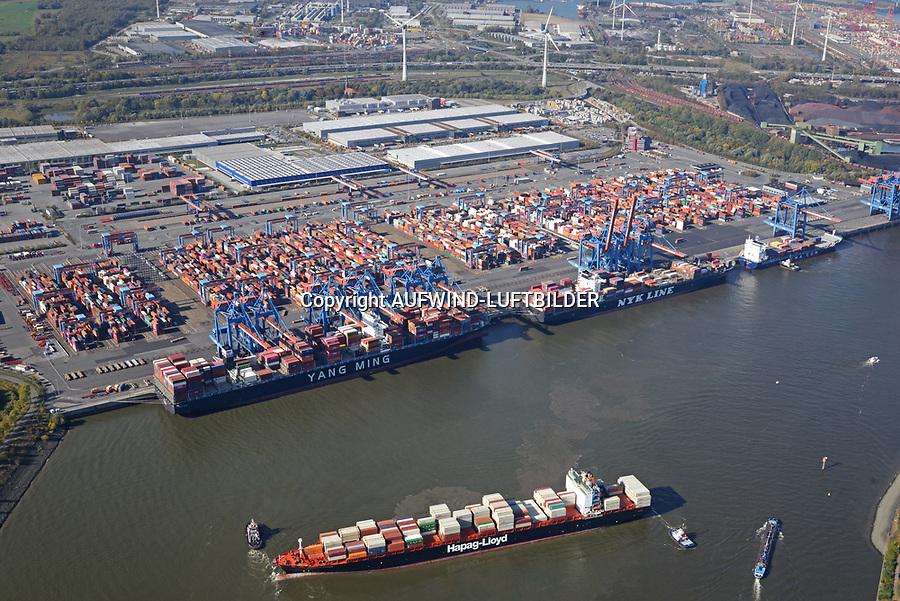 Containerschiff Montreal Express der Hapag Lloyd auf der Süderelbe: EUROPA, DEUTSCHLAND, HAMBURG, (EUROPE, GERMANY), 31.08.2016: Containerschiff Montreal Express der Hapag Lloyd auf der Süderelbe im Wendekreis des Köhlbrands vor Altenwerder. Das Schiff muss in der Süderelbe durch Schlepper gedreht werden um anzulegen. Das rechte Feederschiff legt ab um dem Containerriesen platz zu machen. Danach ist der Containerhafen Altenwerder voll belegt.
