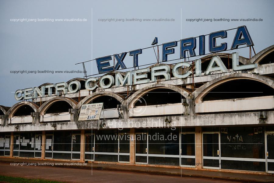 MOZAMBIQUE, Chimoio, Soalpo, abandoned building of Text Africa, a textile factory during portuguese colonial time / MOSAMBIK, Chimoio, Soalpo, verlallenes Gebaeude von Text Africa, eine Textilfabrik aus der portugiesischen Kolonialzeit