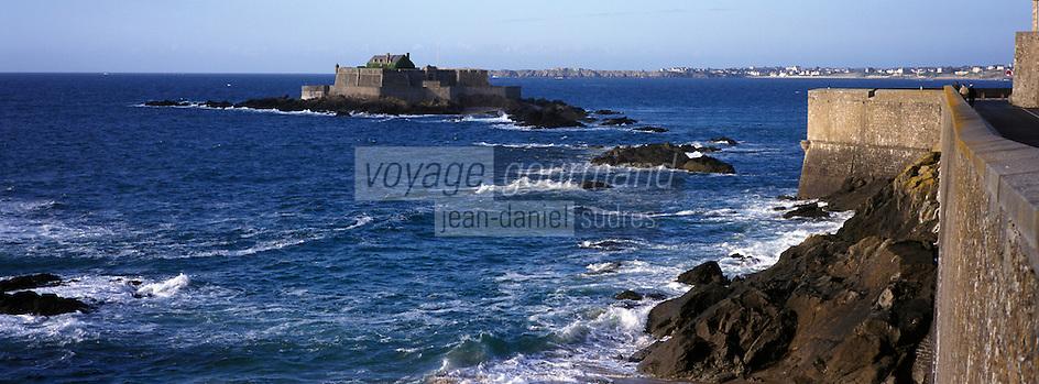 Europe/France/Bretagne/35/Ille-et-Vilaine/Saint-Malo: Depuis les remparts de la ville close - le fort national