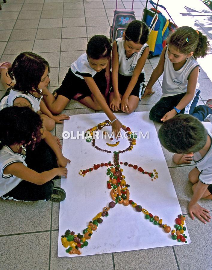 Alunos da Escola Monteiro Lobato em atividades, Boa Vista, Roraima. 2003. Foto de Juca Martins.