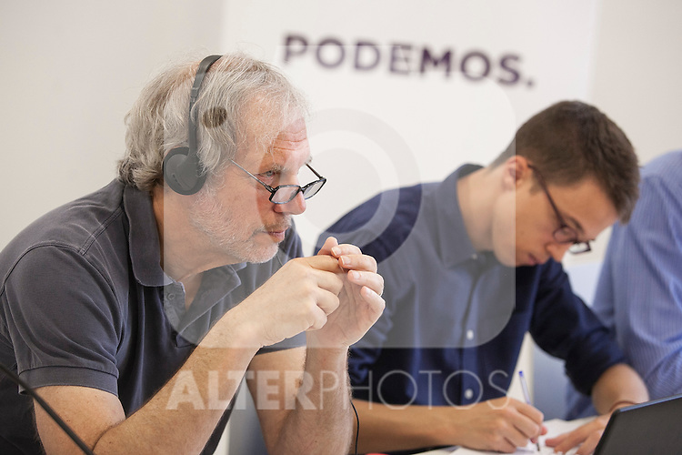 Economics specialist Robert Pollin (L) and Inigo Errejon during a `Podemos´ political party press conference in Madrid, Spain. June 22, 2015. (ALTERPHOTOS/Victor Blanco)