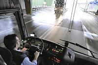 - tour bus driver....- autista di un autobus turistico