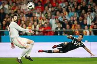 Spain's Gerard Pique (l) and Argentina's Maximiliano Meza during international friendly match. March 27,2018.(ALTERPHOTOS/Acero) /NortePhoto.com NORTEPHOTOMEXICO