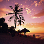 Cuba, Peninsula De Hicacos, Varadero: Sunset on Varadero Beach | Kuba, Peninsula De Hicacos, Varadero: Sonnenuntergang am Varadero Beach
