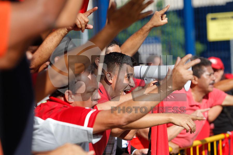 SÃO PAULO,SP, 17.02.2016 - PROTESTO-SP - Grupos contrários e a favor do ex-presidente Lula realizam ato em frente ao Fórum Criminal da Barra Funda, na zona oeste de São Paulo, nesta quarta-feira, 17. (Foto: Douglas Pingituro/Brazil Photo Press)
