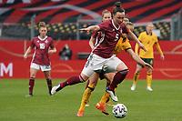 Marina Hegering (Deutschland, Germany) gegen Alvi Luik (Australien, Australia) - 10.04.2021 Wiesbaden: Deutschland vs. Australien, BRITA Arena, Frauen, Freundschaftsspiel